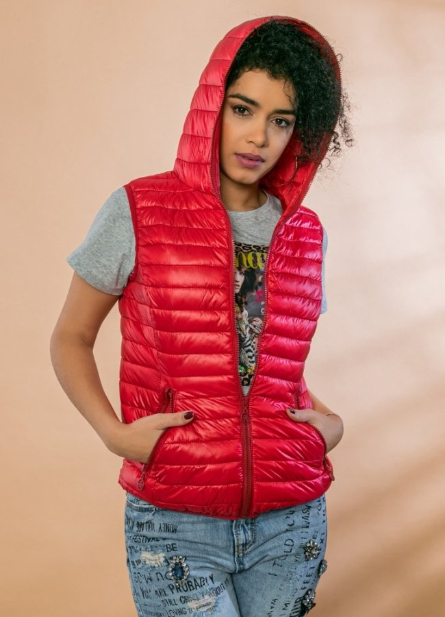 sleeveless hooded jacket