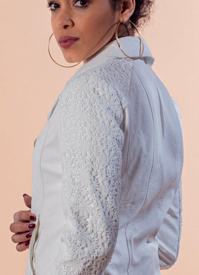 δερματίνη jacket με δαντέλα στα μανίκια