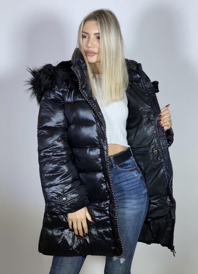 γυαλιστερό μακρύ μπουφάν με γούνα στην κουκούλα