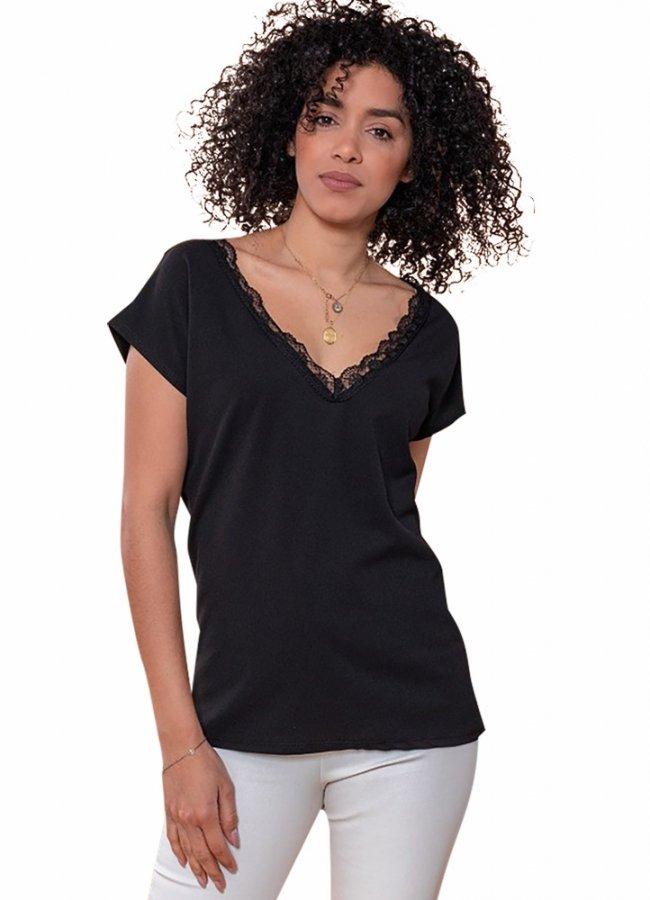 κοντομάνικο μπλουζάκι με δαντέλα στο ντεκολτέ