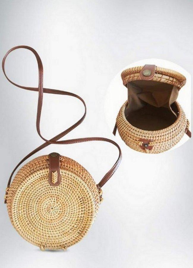 Καφέ ψάθινη τσάντα με ιδιαίτερο άνοιγμα